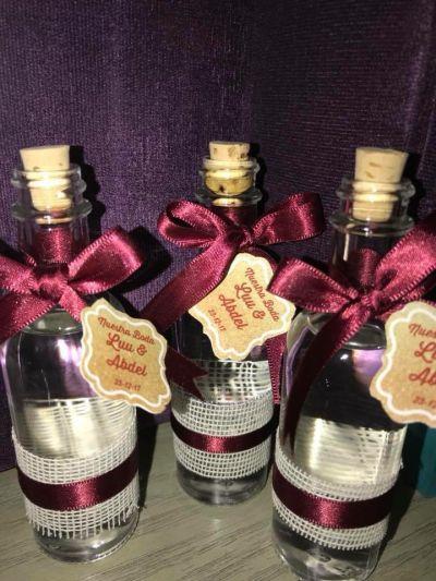Fotografías de mini botellitas de tequila,mezcal y rompepe a de Ideas para regalar