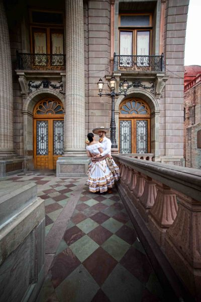Fotografías de Veronica & Heron, Callejoneada de Alan Cervantes