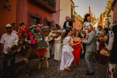 Fotografías de CALLEJONEADA  de Lucero Alvarez Wedding & Event Designer